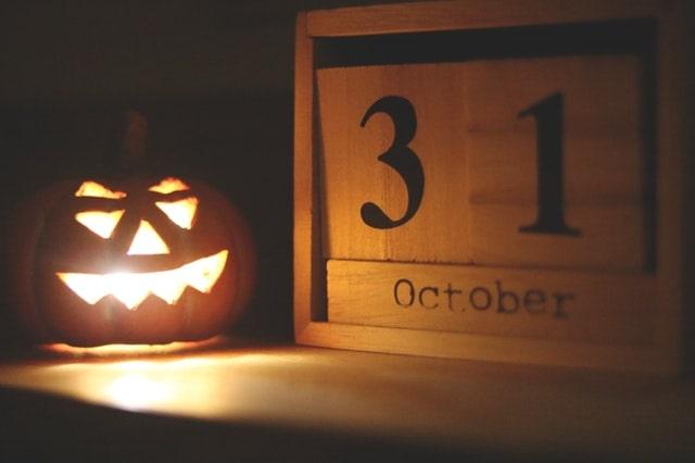Date in English Halloween