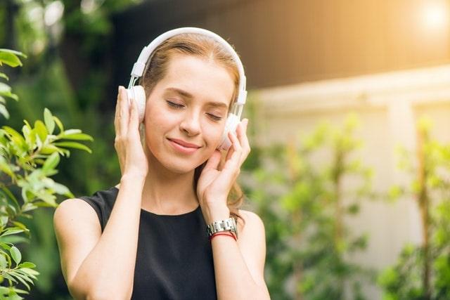 Girl listening for English Listening Skills