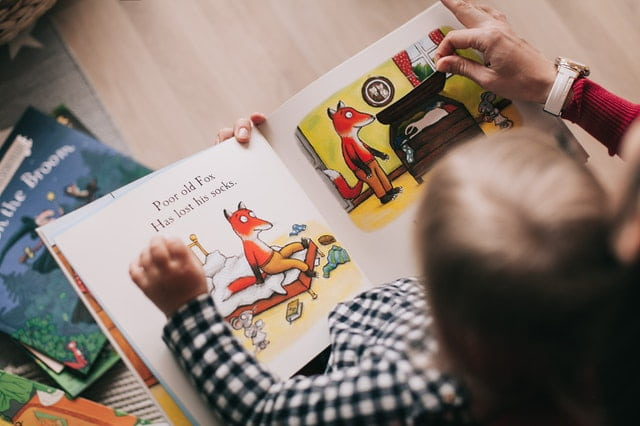 Child with picture English book