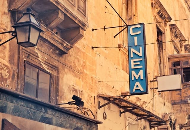 learn English through movies at the cinema