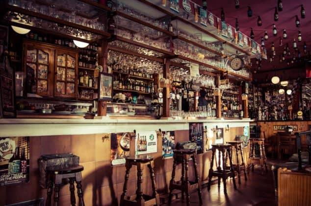 Bar that is dead English Slang